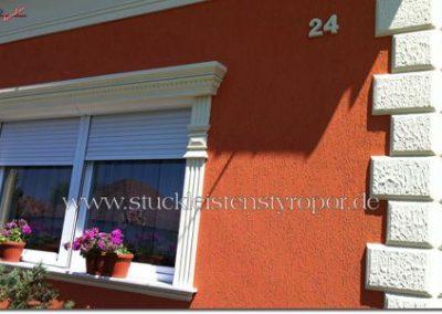 Fensterumrandung, Bossensteine und 3D Buchstaben