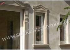 Fensterleibungsprofile mit kleinem Tympanon