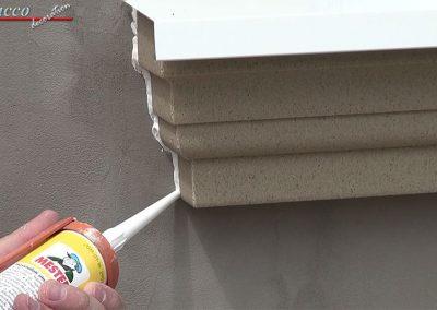 Fuge-zwischen-Hauswand-und-Fensterbankprofil-schliessen