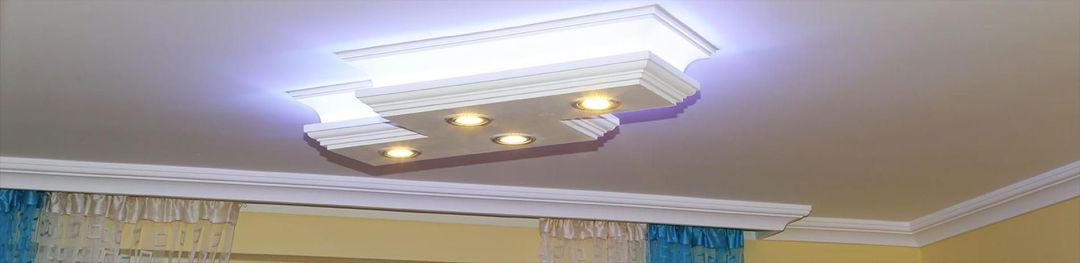 LED Stucklampe mit direkter und indirekter Beleuchtung
