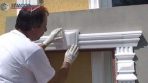 Unbeschichtete Außenstuck Fassadenelemente anbringen