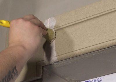 Verdunnte-Beschichtungsmasse-mit-Pinsel-auftragen
