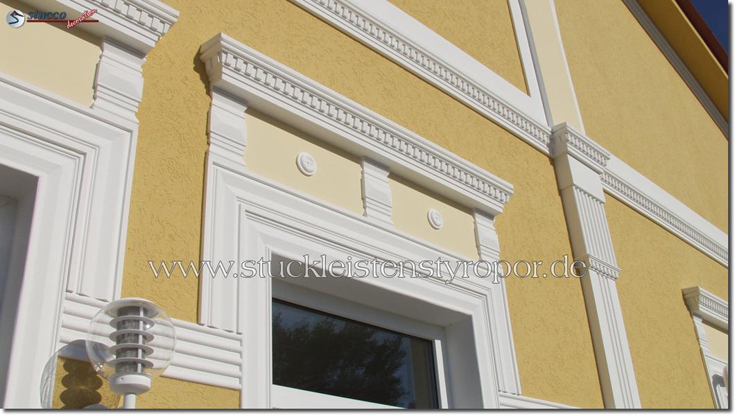 Zierornamente, Rosetten und Fassadenprofile mit Zinnenmuster