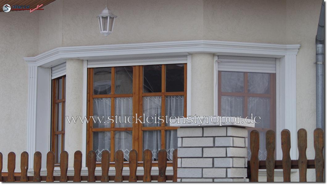 Verschiedene Stuckmuster zur Fensterdekoration