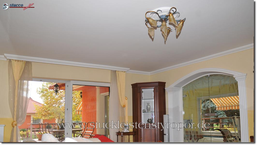 Innere Stuckleisten, flexible Stuckleisten und unbeschichtete Fassadenprofile für den Innenbereich