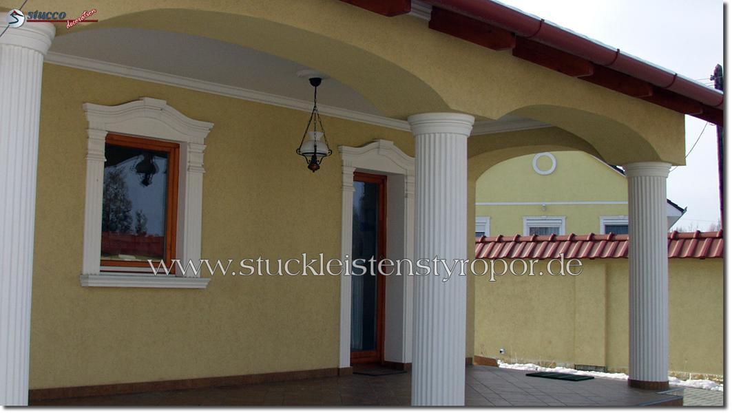 Fensterdekoration und Säulenverkleidung aus Styropor