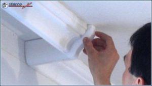 Styroporkleber mit Profilnegativ von den Stößen entfernen