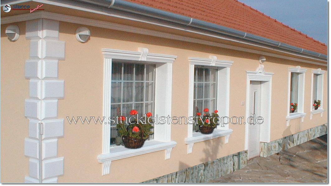 Fassadendekoration mit Bossenplatten und diversen Fassadenstuckelementen