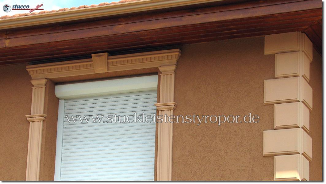 Bossenplatten und Fensterumrandung mit Fassadenprofilen