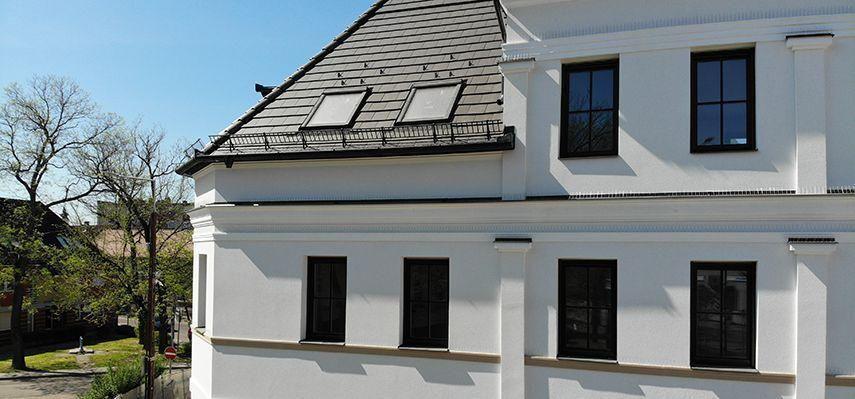 Beschichtete Fassadenprofile als Gesims