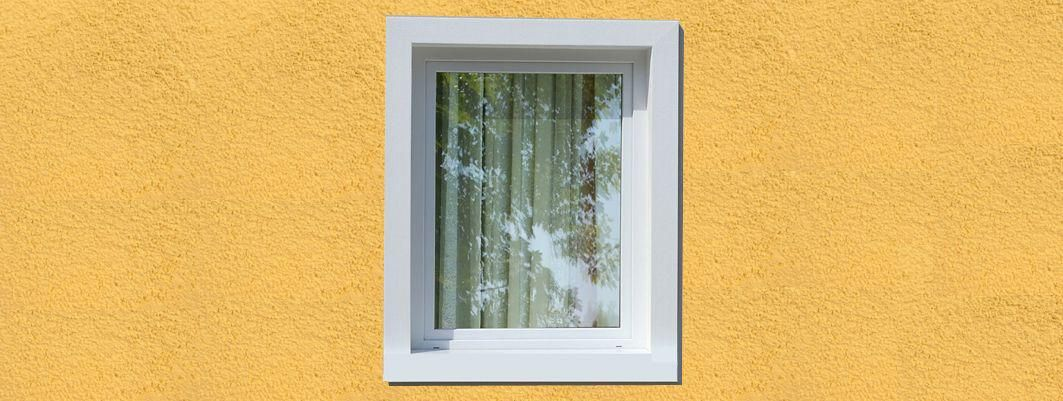 Vierseitige Fensterumrandung ohne Fensterbank