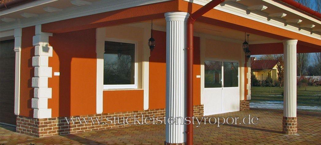 Carport-mit-attraktiven-Dekosäulen