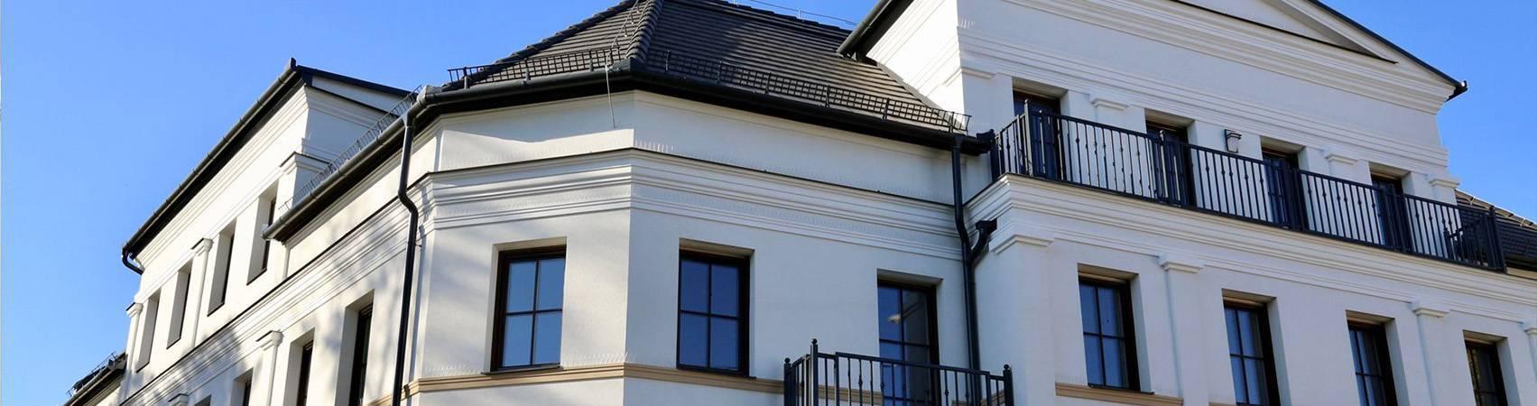Hausfassade mit Fassadenstuck Styropor