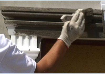 Fassadenprofil-mit-Spachtelkleber-beschichten