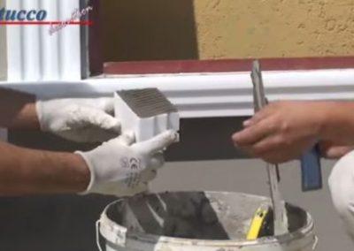 unbeschichtetes-Fensterbankprofil-rechtes-Schließelement-Flexkleber-auftragen