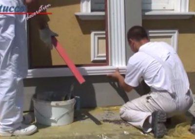unbeschichtetes-Fensterbankprofil-rechtes-Schließelement-ankleben